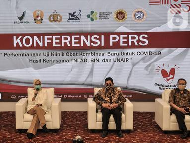 Kepala Badan Pengawas Obat dan Makanan (BPOM) Penny Lukito (kedua kiri) saat konferensi pers terkait hasil uji klinis obat untuk Covid-19 dari Universitas Airlangga (UNAIR) di Kantor BPOM, Jakarta, Rabu (19/8/2020). (merdeka.com/Iqbal S. Nugroho)