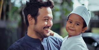 Rasa rindu kini pasti dirasakan anak-anak Widi Mulia terhadap sang ayah, Dwi Sasono, yang kini berada di Rumah Sakit Ketergantungan Obat (RSKO), Jakarta Timur, untuk menjalani rehabilitasi. (Instagram/thesasonosfam)