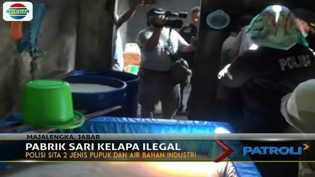 Aparat Kepolisian Majalengka menggerebek industri rumahan sari kelapa karena diduga melanggar standar kesehatan pangan.