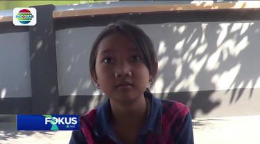 Dengan penuh semangat, sejumlah siswa Sekolah Dasar Sidokepung 1, Kecamatan Buduran, Sidoarjo, Jawa Timur, mendatangi area pemakaman Kyai Sapu Jagat untuk mengikuti belajar luring atau belajar di luar jaringan.