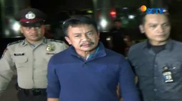 Pihak KPK juga belum memberikan keterangan resmi terkait penangkapan bupati Jombang tersebut.