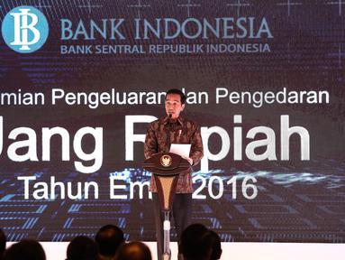 Presiden Joko Widodo (Jokowi) memberi sambutan dalam peluncuran uang rupiah baru dengan tahun emisi 2016 di Jakarta, Senin (19/12). Sebanyak tujuh uang rupiah kertas dan empat uang rupiah logam diperkenalkan kepada masyarakat. (Liputan6.com/Faizal Fanani)