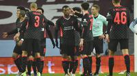 Para pemain Liverpool menyambut gol yang dicetak oleh Georginio Wijnaldum ke gawang Aston Villa pada Babak Ketiga Piala FA 2020/2021, Sabtu (9/1/2021) dini hari WIB. (AP Photo/Rui Vieira)