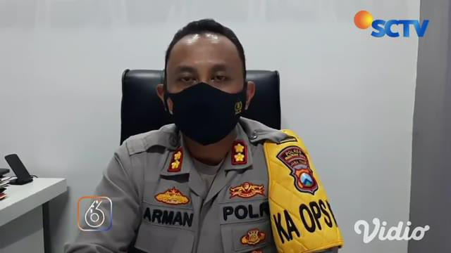 Pelaku penganiayaan terhadap perempuan, penjaga warung, di Pasuruan tertangkap. Pelaku berinisial ABD (18) ditangkap polisi setelah video penganiayaannya viral di media sosial.