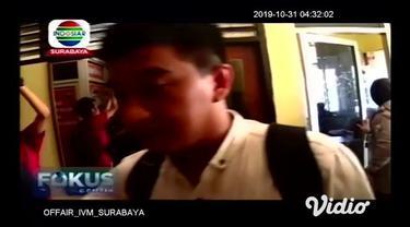 Salah satu oknum anggota Satpol PP di Kabupaten Sumenep Jawa Timur, hanya bisa pasrah ketika tengah mengkonsumsi narkotika jenis sabu. Penangkapan ini dilakukan setelah mendapat laporan dari warga sekitar tersangka.