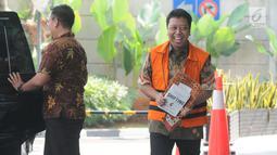 Mantan Ketua Umum PPP Muhammad Romahurmuziy alias Rommy tiba untuk menjalani pemeriksaan di Gedung KPK, Jakarta, Rabu (12/6/2019). Pemeriksaan Rommy dilakukan usai pembantarannya dicabut dari RS Polri Kramat Jati. (merdeka.com/Dwi Narwoko)