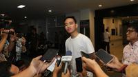 Gibran Rakabuming Raka mengumumkan nama putrinya yang merupakan cucu ketiga Jokowi. (Liputan6.com/Fajar Abrori)