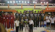 Ketua Umum PP. PBVSI, Komjen Pol (P) Imam Sudjarwo mendampingi Surabaya Bhayangkara Samator yang berhasil menyabet gelar juara Asian Peace Cup 2019 di GOR Simpruk Pertamina Jakarta (Foto: PP. PBVSI)