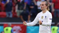 Gol yang dinanti Prancis akhirnya datang pada menit ke-66. Antoine Griezmann sukses mengkonversi umpan silang Mbappe yang gagal diantisipasi oleh Orban. Prancis samakan kedudukan atas Hongaria dengan skor 1-1. (Foto: AFP/Pool/Bernadett Szabo)