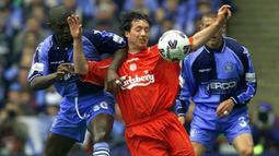 Sebelumnya, Robbie Fowler pernah memperkuat Liverpool pada periode pertama, yaitu selama 8,5 musim mulai 1993/1994 hingga 2001/2002. Di periode kedua ia bertahan selama 1,5 musim. Secara keseluruhan ia tampil dalam 369 laga bersama Liverpool dengan raihan 183 gol dan 50 assist. (AFP/Paul Barker)