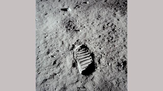 Jejak kaki astronot Apollo 11 di permukaan Bulan (NASA)