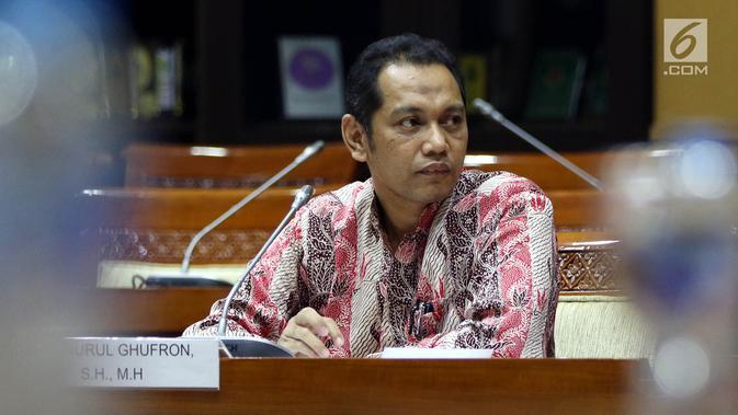 Capim KPK Nurul Ghufron menyampaikan pendapatnya saat mengikuti uji kelayakan dan kepatutan (fit and proper test) dengan Komisi III DPR di Kompleks Parlemen, Jakarta, Rabu (11/9/2019). Menurut Ghufron, penghentian penyidikan merupakan hal alami dalam lembaga penegak hukum. (Liputan6.com/JohanTallo)