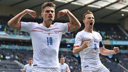 Patrik Schick menjadi pemain kedua kalsemen Top Scorer Euro 2020. Pemain Republik Ceska ini berhasil mencatat lima gol dari lima laga pertandingannya. Salah satu golnya ia ciptakan dari jarak 45,4 meter ketika melawan Skotlandia dan menjadi gol terjauh dalam sejarah Euro. (Foto: AFP/Pool/Paul Ellis)