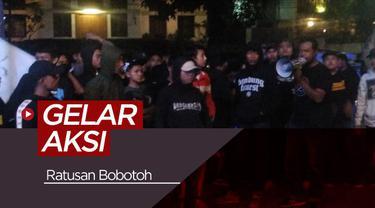 Berita video sekitar 100 bobotoh Persib Bandung melakukan aksi protes di depan Graha Persib, Jalan Sulanjana, Kota Bandung, Jumat (17/5/2019) malam.