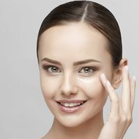 Ingin kulit cerah tanpa noda hitam dengan cepat? Rajin cuci muka dan pakai krim wajah saja belum cukup!