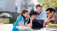 Memperbanyak Diskusi dan Mengurangi Kegiatan Non-akademik Bisa Menjadi Salah Satu Tips Kerjakan Skripsi Cepat. (Sumber Gambar: emersiahotel.com)