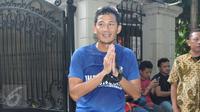 Cawagub DKI, Sandiaga Uno usai melakukan aktivitas lari mengelilingi TPS di sekitar rumahnya di Selong, Kebayoran Baru, Jakarta, Rabu (19/4). Sandiaga berolahraga sebelum memberikan hak suaranya dalam Pilkada DKI 2017. (Liputan6.com/Helmi Afandi)