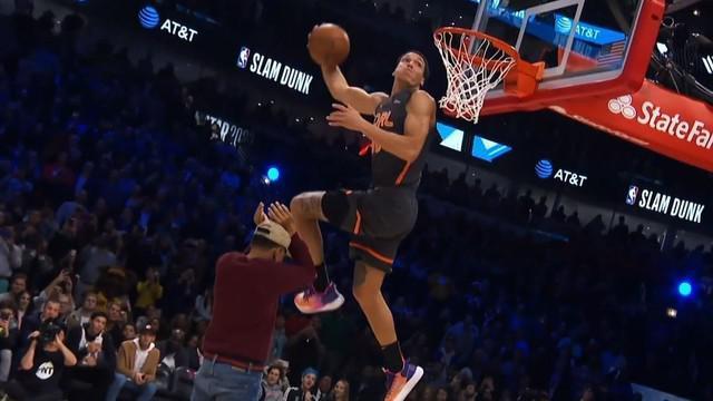 Berita Video Aksi Aaron Gordon Vs Derrick Jones Jr dalam Kontes Slam Dunk NBA All Star 2020