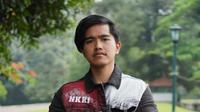 Jaket Kaesang Pangarep saat mengawal Presiden Jokowi jalan-jalan ke mal di Bogor curi perhatian (Dok.Instagram/@mr.s.custom/https://www.instagram.com/p/B6mL7FcgWh3/Komarudin)