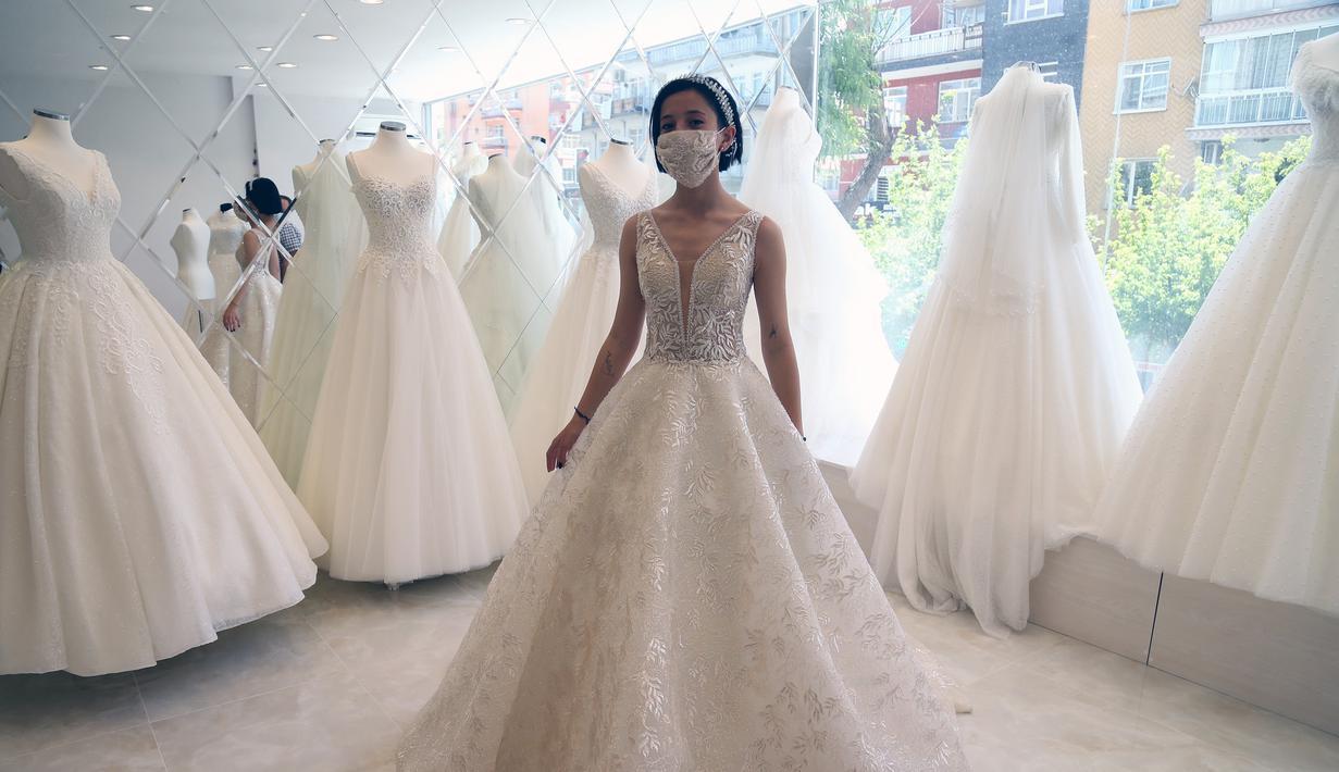 FOTO: Gaun Pengantin Khusus Kala Pandemi COVID-9 - Lifestyle