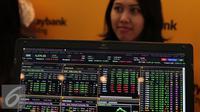 Terlihat data pasar modal saat pameran Investor Summit 2015 di Bursa Efek Indonesia, Jakarta, Kamis (12/11/2015). Investor Summit diselengarakan sebagai upaya agar masyarakat Indonesia paham tentang pasar modal. (Liputan6.com/Angga Yuniar)