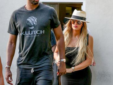 Usai menghabiskan musim panas di Los Angeles bersama True dan Tristan, kini Khloe dan keluarga kecilnya kembali ke Cleveland. (Us Weekly)