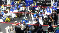 Suasana pelaksanaan proses vaksinasi COVID-19 untuk jurnalis di Hall A Basket Gelora Bung Karno, Senayan, Kamis (25/2/2021). Sekitar 5.500 jurnalis yang akan mendapatkan vaksin COVID-19  selama tiga hari pelaksanaan vaksinasi. (merdeka.com/Arie Basuki)