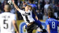 Juventus' Kingsley Coman (rear) fights for the ball with Parma's Jose Mauri during their Italian Serie A soccer match at Tardini Stadium in Parma April 11, 2015. REUTERS/Giorgio Perottino