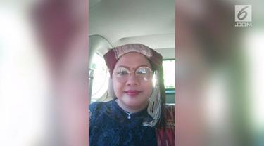Novita Metty Purba nekat mengambil alih kemudi dari sopir Paradep karena terus ngetem padahal seudah penuh. Berkat aksinya, ia dan penumpang lainnya berhasil sampai tepat waktu di Bandara Kualanamu.