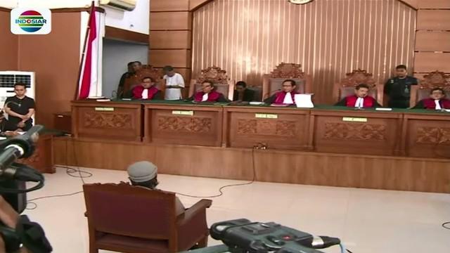 Jaksa penuntut umum menyatakan terdakwa bom Thamrin, Aman Abdurahman, dipenjara seumur hidup.