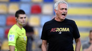 Foto: Jose Mourinho Sang Pawang Baru Serigala Roma, Tunjukkan Hasil Impresif di Laga Uji Coba