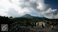 Sejumlah Wisatawan domestik mengunjungi objek wisata kaliadem, Sleman, (3/7). Menjelang lebaran, wisatawan di lereng Merapi di dominasi oleh pemudik. (Liputan6.com/Boy Harjanto)