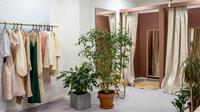 Ilustrasi fitting room. (dok. pexels.com/Ksenia Chernaya)