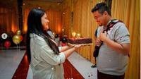 Penampilan Simpel Kahiyang Ayu Saat Rayakan Ulang Tahun Bobby Nasution. (dok.Instagram @ayanggkahiyang/https://www.instagram.com/p/CQ9CjNZMnqp/Henry)