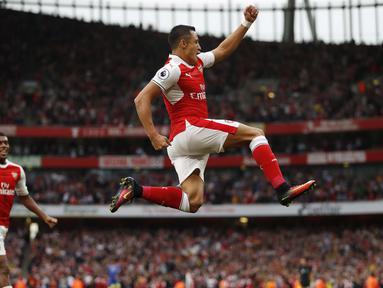 Ekspresi pemain Arsenal, Alexis Sanchez (kanan) usai membobol gawang Chelsea pada lanjutan Premier League di Emirates Stadium, Minggu (25/9/2016) dini hari WIB.  (Action Images via Reuters/John Sibley)