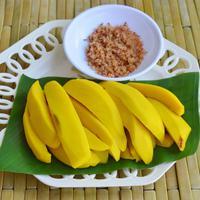 Ilustrasi manisan mangga./Copyright shutterstock.com/g/pedphoto36pm