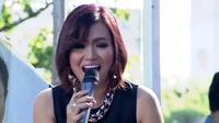 Iceu Wong membawakan lagu Burung dalam acara inBox SCTV (20/04/2014).