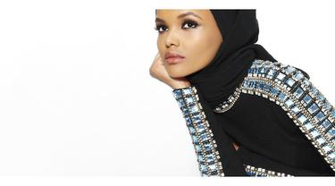 Gebrakan Halima Aden, Model Berhijab di Panggung Fashion Week