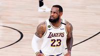 Reaksi bintang LA Lakers, LeBron James pada pertandingan final NBA 2020, Senin (12/10/2020). Lakers menjadi jawara NBA musim ini setelah menumbangkan Miami Heat dengan skor 4-2.  (AFP / Douglas P DeFelice)