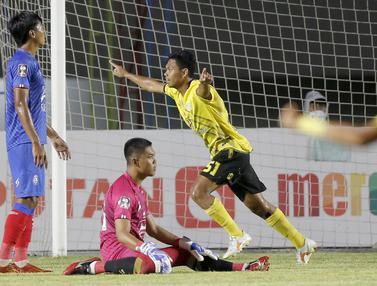 FOTO: Arema FC Tertinggal 0-2 dari Barito Putera di Babak Pertama - Alief Jaelani