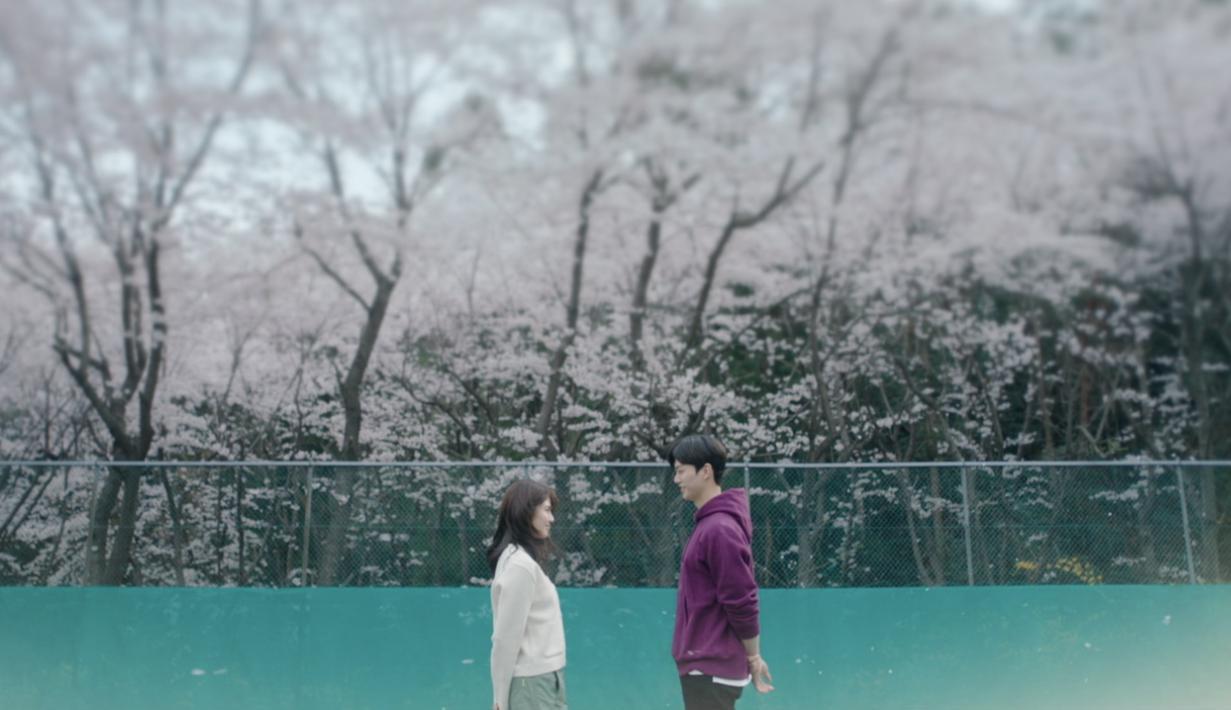 Nevertheless menghadirkan realita berbeda dalam kisah cinta. Tak sedikit yang mengalami pengalaman cinta seperti Yu Na Bi dan Park Jae Eon. Meski kadang menyebalkan, cerita dalam Nevertheless mampu membuat penonton merasakan debaran saat jatuh cinta. (Foto: Netflix)