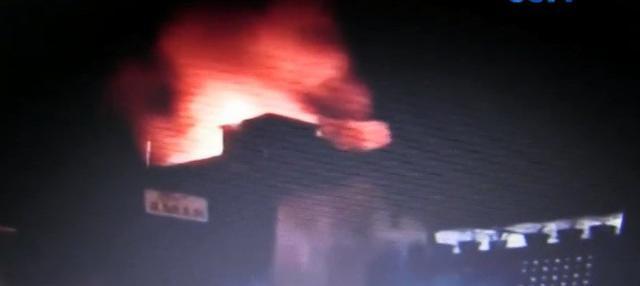 Sedikitnya enam mobil pemadam dari Pemkot Salatiga dan Pemkab Semarang dikerahkan untuk menguasai kobaran api.