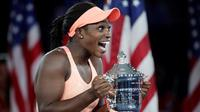 Sloane Stephens merebut gelar juara AS Terbuka 2017 setelah menundukkan kompatriotnya, Madison Keys, di final, Sabtu (9/9/2017) malam waktu setempat. (AP Photo/Andres Kudacki)