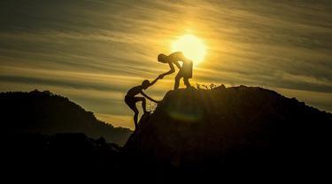 Ilustrasi mendaki gunung
