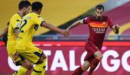 Pemain AS Roma, Henrikh Mkhitaryan pada pertandingan Liga Italia 2020/2021 kontra Parma, Minggu (22/11/2020). (Vincenzo PINTO / AFP)