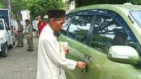 Pengemis di Bogor tepergok memiliki mobi