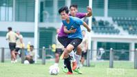 Dua pemain Timnas Indonesia U-19, Rendy Juliansyah dan Jack Brown. (PSSI).