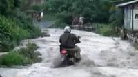 Banjir lahan dingin mengancam warga di zona merah gunung Sinabung. Sementara IRT ini  sukses usaha tas kulit beromzet jutaan rupiah.