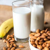 ilustrasi susu almond/copyright Pexels/Rawpixel