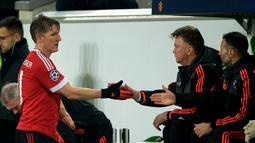 Bastian Schweinsteiger selalu menjadi andalan bagi Louis Van Gaal sejak masih di Bayern Munchen sampai Manchester United saat ini. (EPA/Peter Steffen)